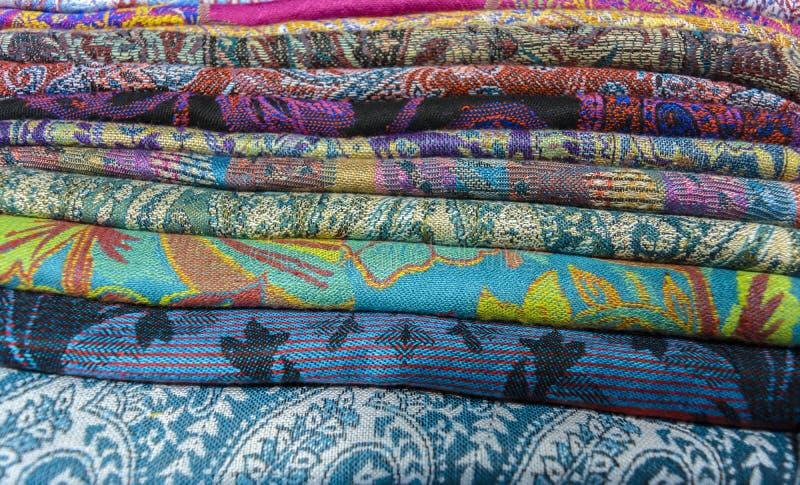 kulöra textilar arkivbild