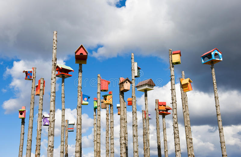 Kulört bygga bo boxas på himmelbakgrund, Island royaltyfri bild