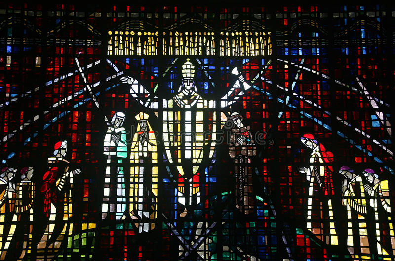 Kulört glass fönster i kyrkan av Notre Dame D royaltyfria bilder