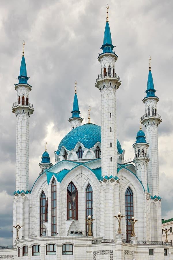 Kul Sharif Mosque no Kremlin de Kazan Mesquita branca bonita com abóbadas azuis fotografia de stock royalty free