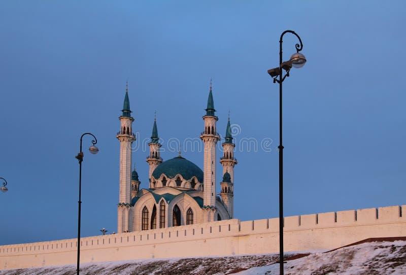 Kul Sharif Qolsherif, Kol Sharif, Qol Sharif Mosque no Kremlin de Kazan em uma noite do inverno Jama Masjid principal na repúblic imagem de stock