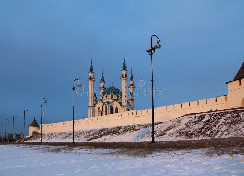 Kul Sharif Qolsherif, Kol Sharif, Qol Sharif Mosque no Kremlin de Kazan em uma noite do inverno Jama Masjid principal na repúblic fotos de stock