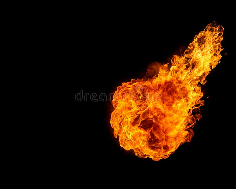 Kula ognista odizolowywająca na czerni zdjęcie royalty free