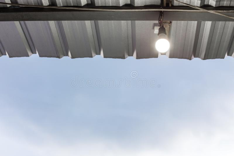 Kula på taket för metallark royaltyfri foto