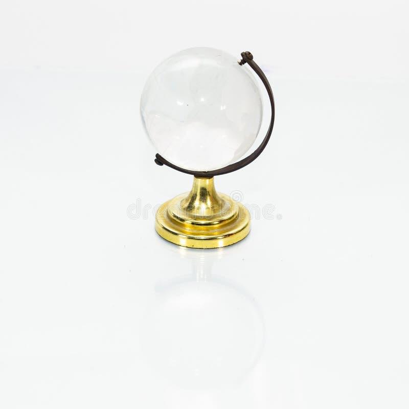 Kula ziemska eksponat w krystalicznym szkle i metalu obrazy royalty free
