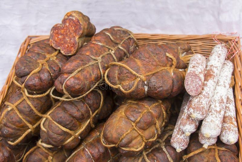 Kulen es salchicha picante auténtica famosa imagenes de archivo