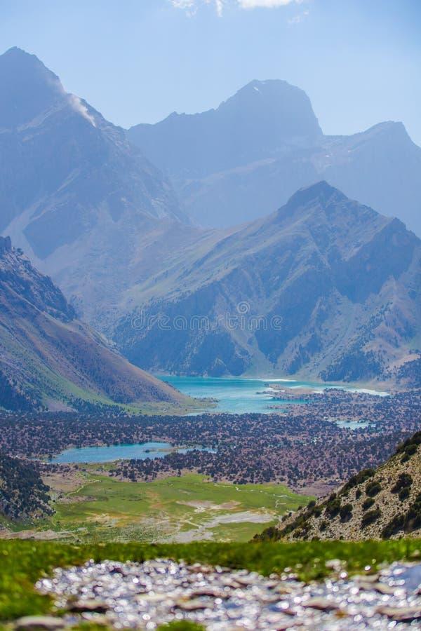 Kulikalon sjöar, Fann berg, turism, Tadzjikistan arkivfoton