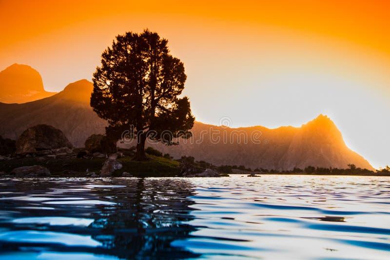 Kulikalon sjöar, Fann berg, turism, Tadzjikistan royaltyfria bilder