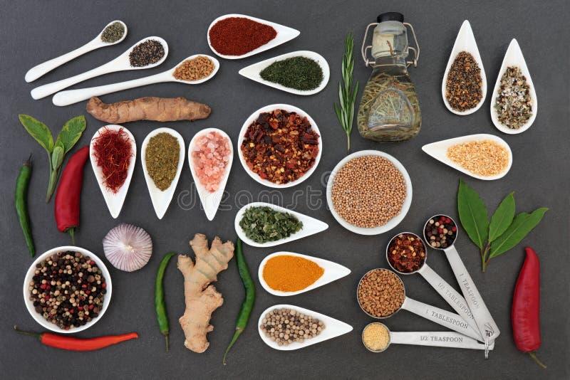 Kulinariska örter och kryddor royaltyfri foto