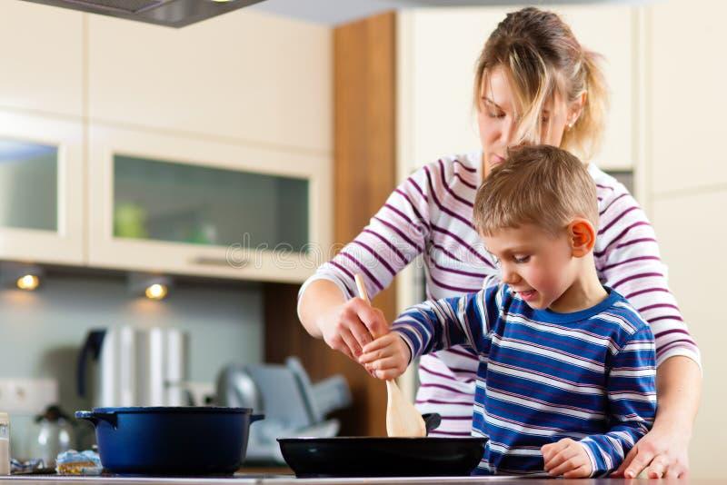 kulinarna rodzinna kuchnia zdjęcie stock