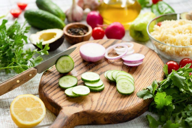 Kulinarny proces deskowi świeże warzywa rozbioru obraz royalty free