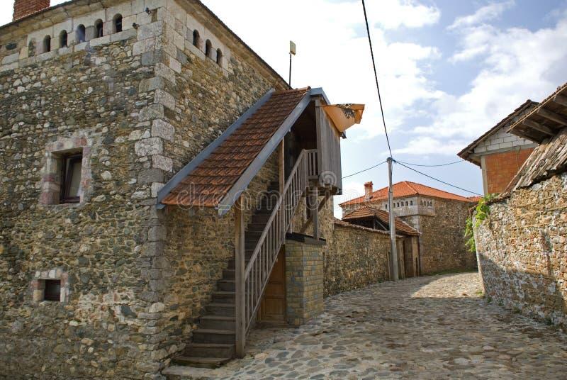 Kulla hus, Dranoc, Kosovo royaltyfri fotografi