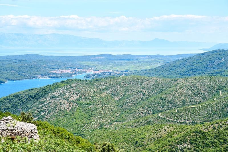 Kullar nära Brusje, Hvar, Kroatien arkivfoton