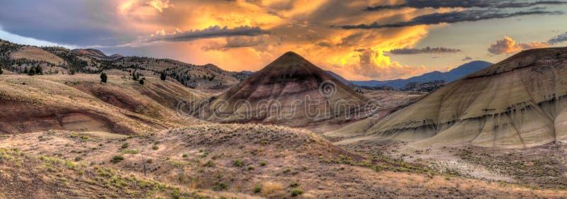 kullar oregon över målad solnedgång arkivbild