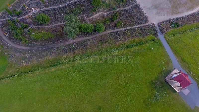 Kulle av kors nära Siauliai, Litauen Panorama- över huvudet aer royaltyfri fotografi