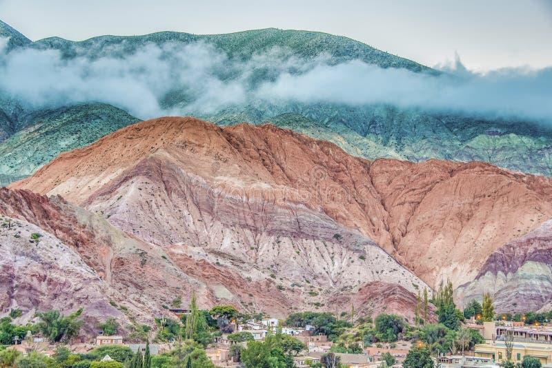 Kulle av sju färger i Jujuy, Argentina fotografering för bildbyråer