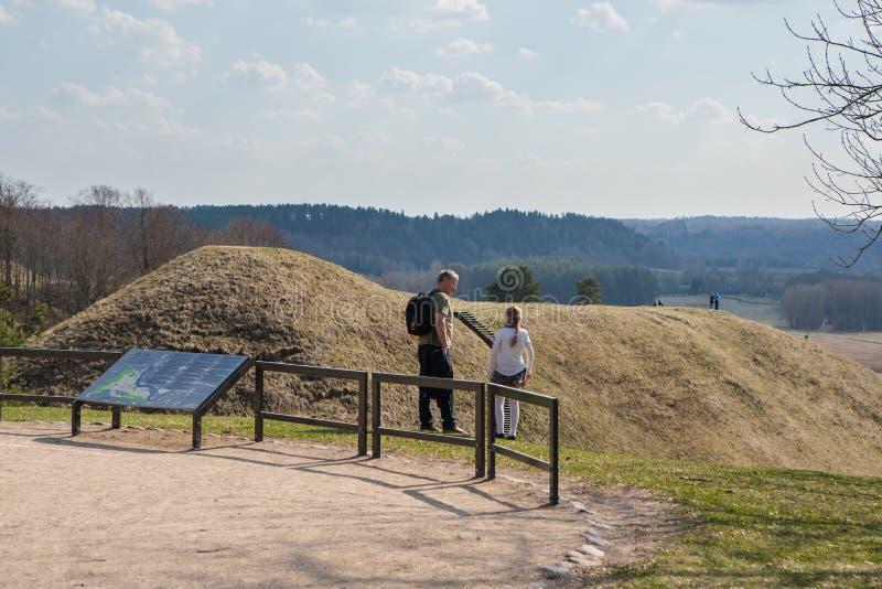 Kullekullar i litauiska historiska huvudKernave arkivfoton