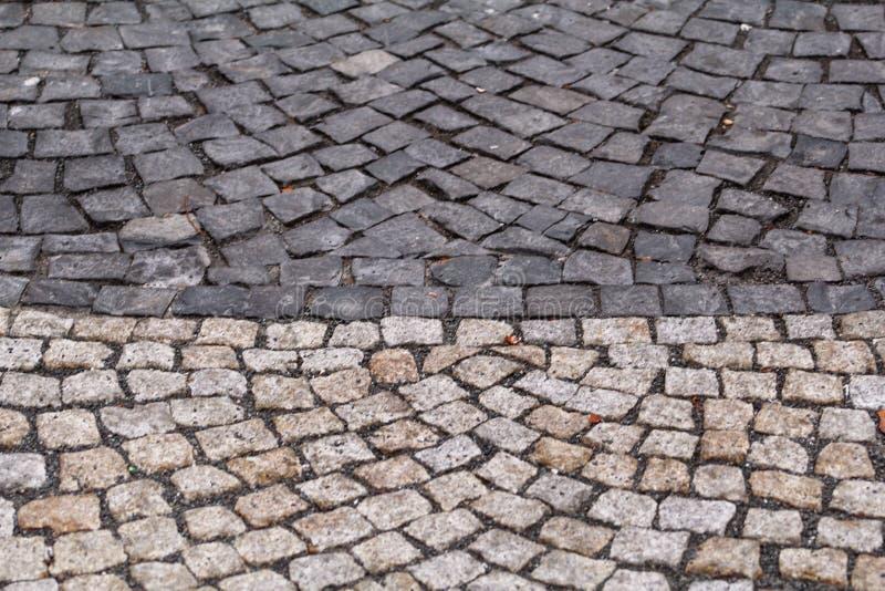 Kullersten trottoar Stentrottoartextur Granit mönstrade cobblestoned trottoargolvbakgrund royaltyfria bilder