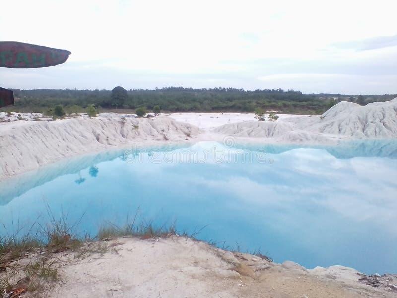 Kulongbiru蓝色湖邦加岛 库存照片