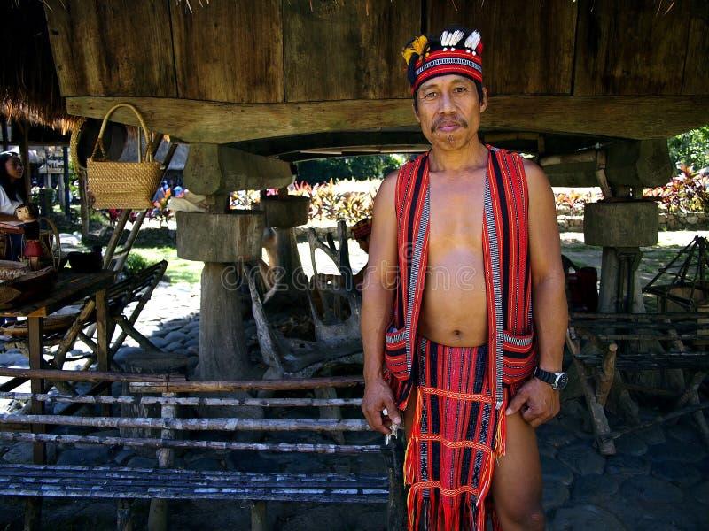Kulturalni przedstawienie wykonawcy wśrodku Nayong Pilipino przy Clark polem w Mabalacat, Pampanga obraz stock