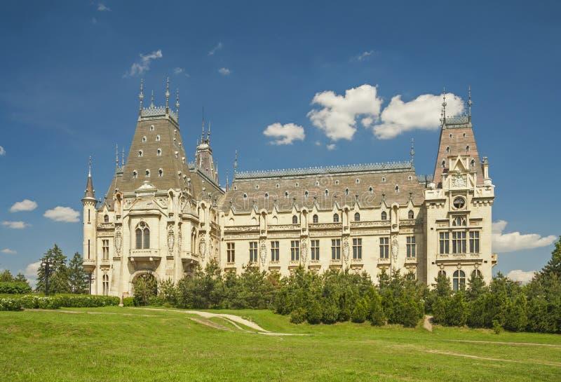 Kulturalny pałac na gazonie Iasi, Rumunia fotografia royalty free