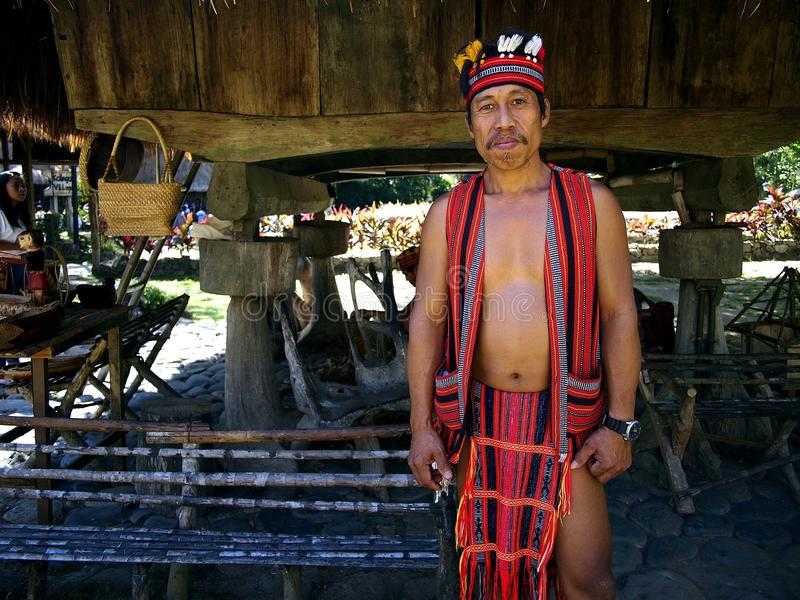 Kulturelle Showausführende innerhalb des Nayong Pilipino bei Clark Field in Mabalacat, Pampanga stockbild