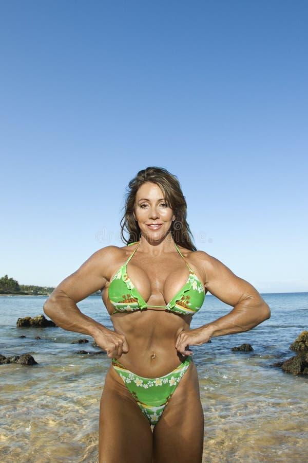 kulturysta plażowa kobieta obrazy royalty free
