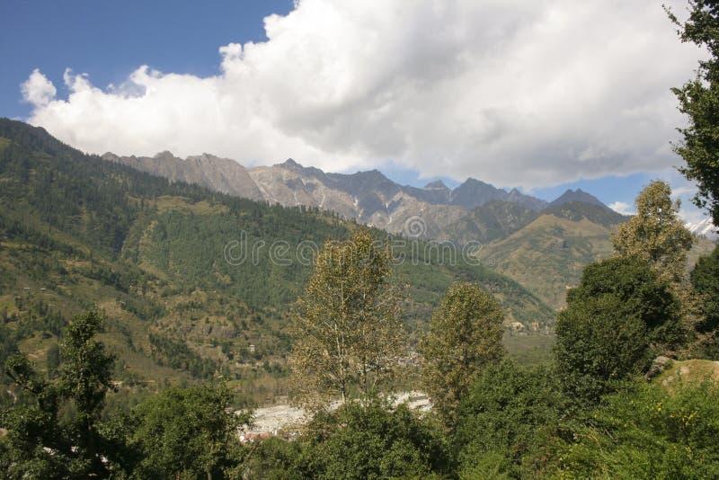 Kulu谷。山。从Vashisht的看法。 免版税库存照片