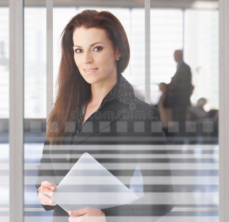 kuluarowy bizneswomanu biuro obraz stock