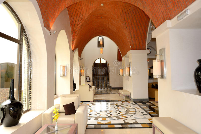 Kuluarowy wnętrze luksusowy hotel obrazy stock