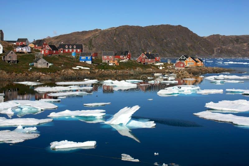 Kulusuk, een klein dorp in Groenland stock foto