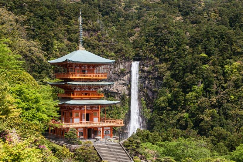 Kumano Nachi Taisha Shrine e Nachi nessuna cascata di Taki a Wakayama immagini stock