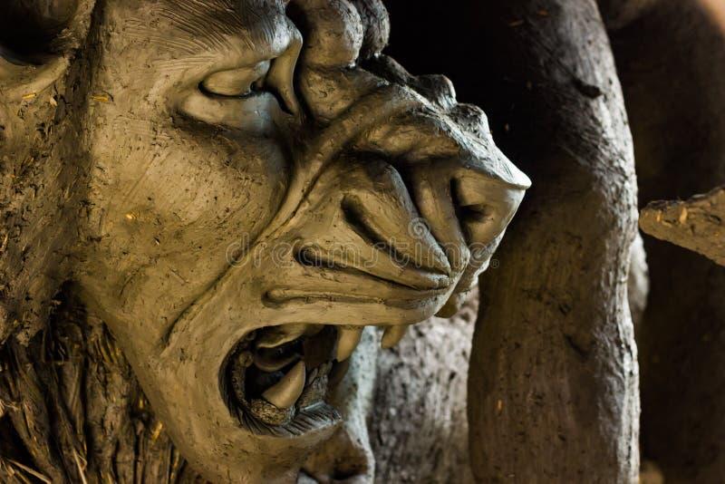 Kumartuli, Bengal ocidental, Índia, em julho de 2018 Um ídolo do leão, o passeio da argila do animal de estimação da deusa Durga  foto de stock