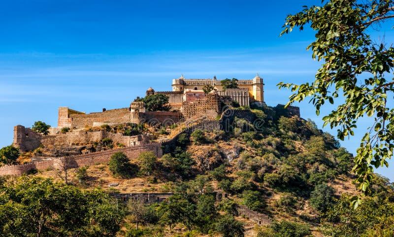 Kumbhalgarh fort i Rajasthan, Indien arkivfoton