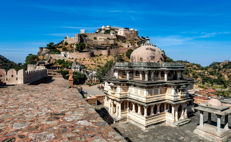 Kumbhalgarh fort i Rajasthan, Indien royaltyfria foton