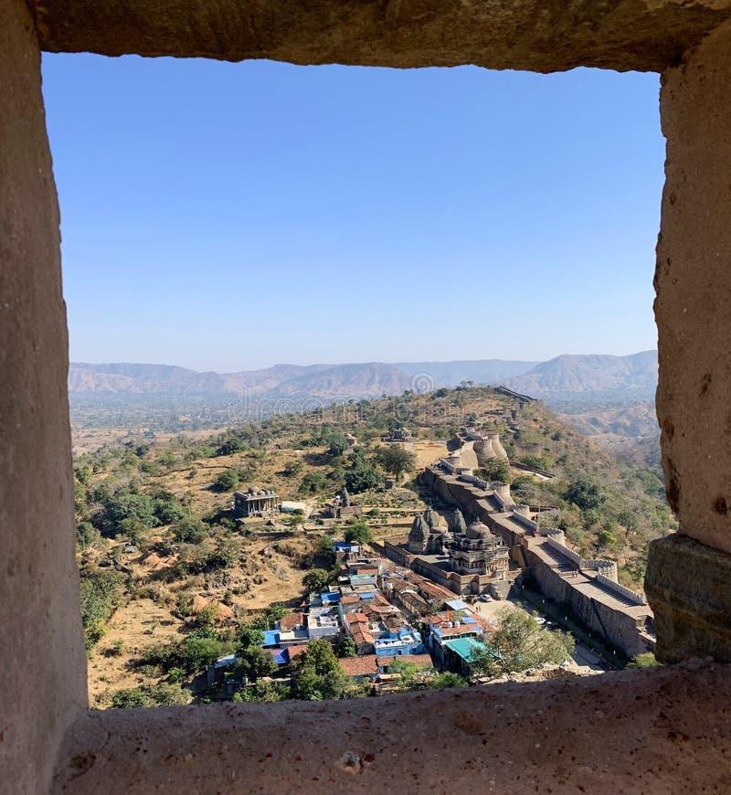 Kumbhalgarh fortkomplex i Rajasthan Indien arkivfoton