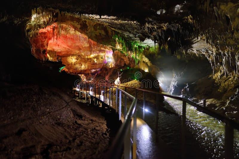 Kumistavi的里面陷下,叫作Prometheus洞,其中一乔治亚` s自然奇迹 库存照片