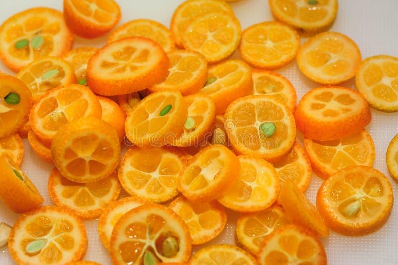Kumquat cortado foto de stock royalty free