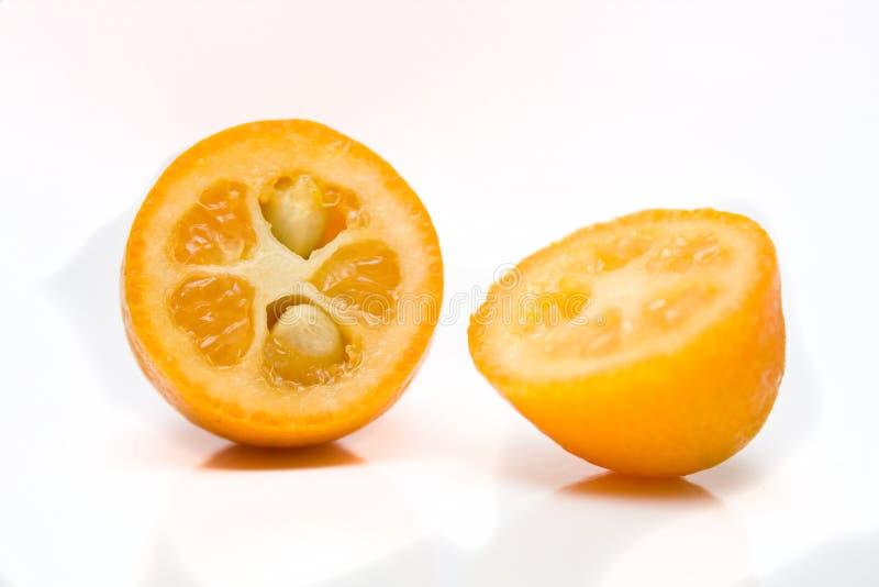 Kumquats partidos fotos de archivo