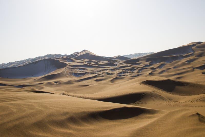 Kumtag öken, xinjiang som snöar arkivfoton