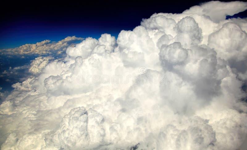 Kumuluswolken lizenzfreies stockfoto
