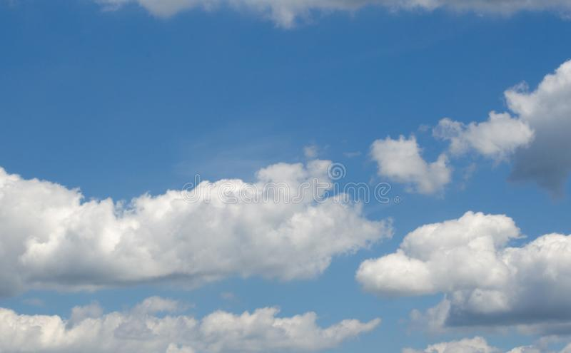 Kumuluswolken lizenzfreies stockbild