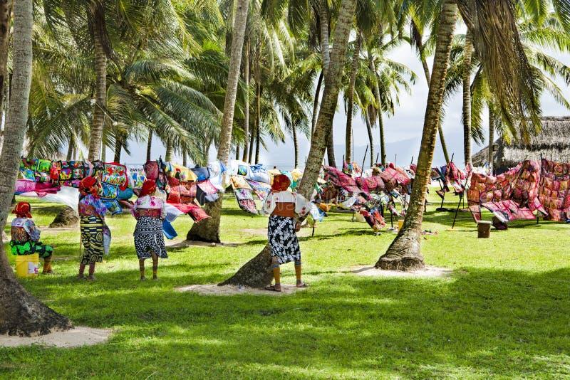 Kun kobiety, Panama z tradycyjnej sztuki pracami - Molas obrazy royalty free