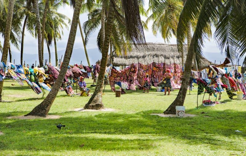 Kun kobiety, Panama z tradycyjnej sztuki pracami - Molas obraz stock