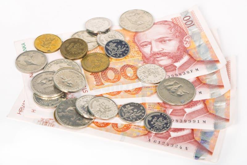Kuna croata, notas de banco dos hundres e moedas imagens de stock