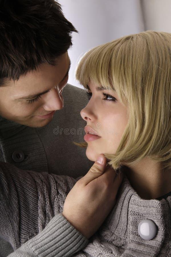 kunde jag kysser nu höger sida dig arkivfoto