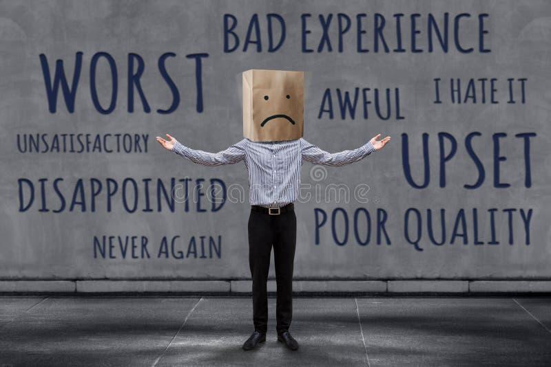Kunden-Erfahrungs-Konzept, unglücklicher Geschäftsmann Client mit traurigem lizenzfreies stockfoto
