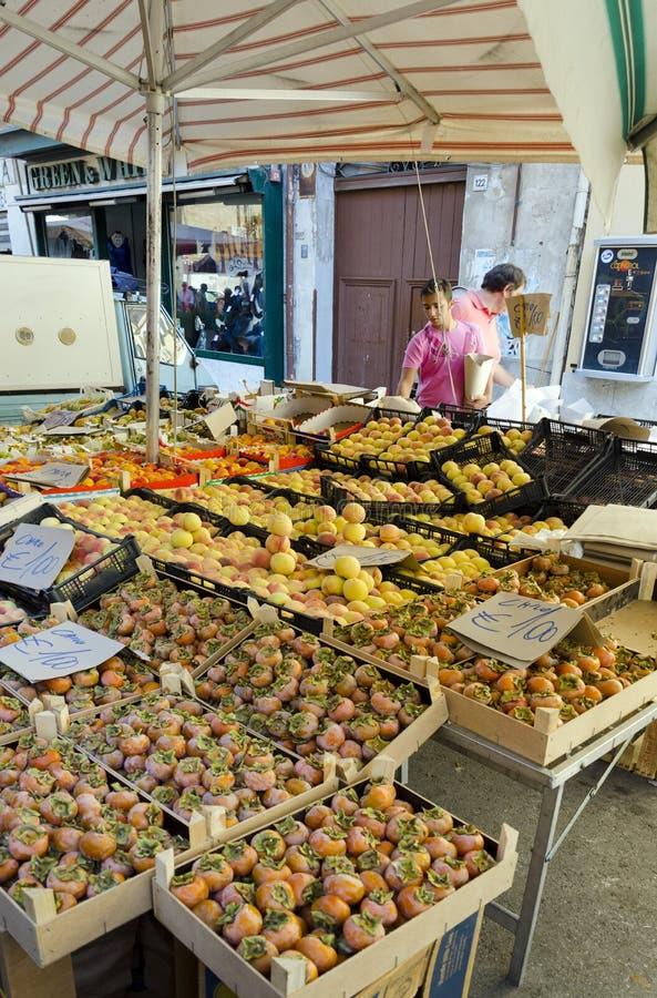 Kunden und Verkäufer in Palermo lizenzfreies stockbild