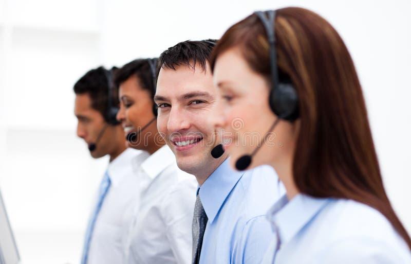 Kundendienstmittel in einem Kundenkontaktcenter lizenzfreies stockfoto