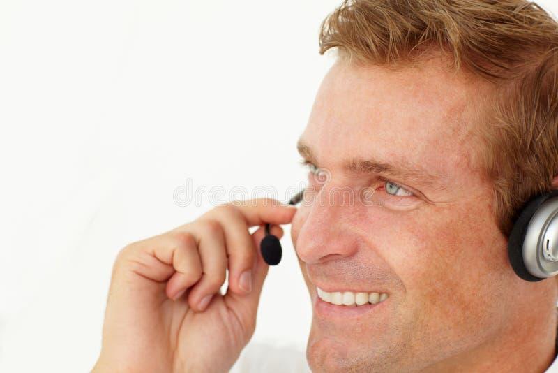 Kundenkontaktcenterbedienerlächeln lizenzfreie stockfotografie